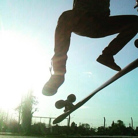 #slyskateboards #dominalascalles #sun #flip #skate #enjoy #inthemorning  @braiantuner disfrutando de su Sly favorita, una mañana que se va poniendo a tono con esta primavera