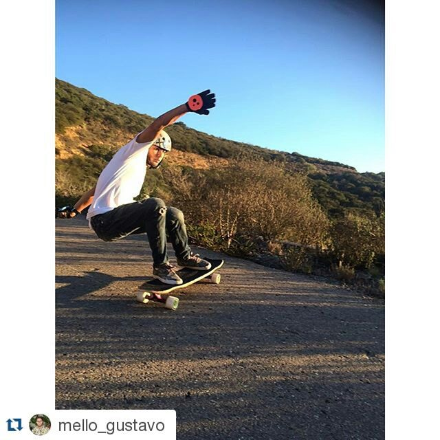 We just gave @mello_gustavo some Deck prototypes we were working together on and he's already out there shredding it ! Stay tuned !  #Repost @mello_gustavo ・・・ Skating hills with the homie @moscaa_ trying out the legit @holesom Loaf prototype
