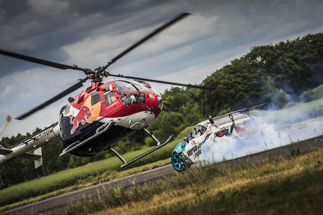 Heli drifting in perfect sequence. Click the link in our bio for the full story.