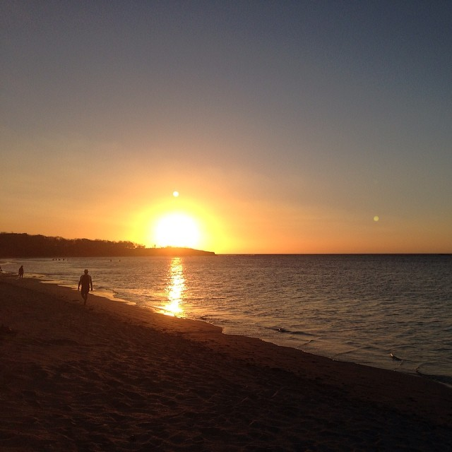 Another day, another gorg beach sunset.  #byebyesun #miola #lifeinthetropics #tamarindo #puravida #costarica