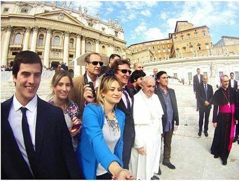 #SelfieconelPapa !! @agusisola con su #ZephyrPole en el #Vaticano !!