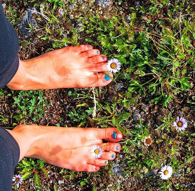 #dontgosummer… the grass feels so good in between our toes