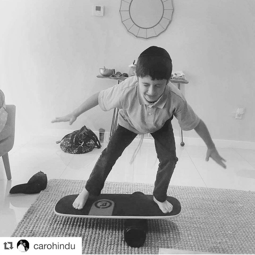 Kid balance guru @carohindu kicking it up a notch with his eyes closed on our #101board #kidsareawesome  #thiskid balanceguru #revbalance #findyourbalance #balanceboards #madeinusa