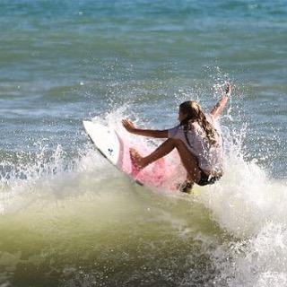 LIP // SMACK #luvsurf #luvsurfgirl #shred #schwack @kailanidiaz_surf