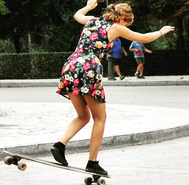 Go to longboardgirlscrew.com to check Spanish rider @cerecitapocha dancing in Madrid. @paaulit_ photo.  #longboardgirlscrew #womensupportingwomen #skatelikeagirl #lgc #madrid