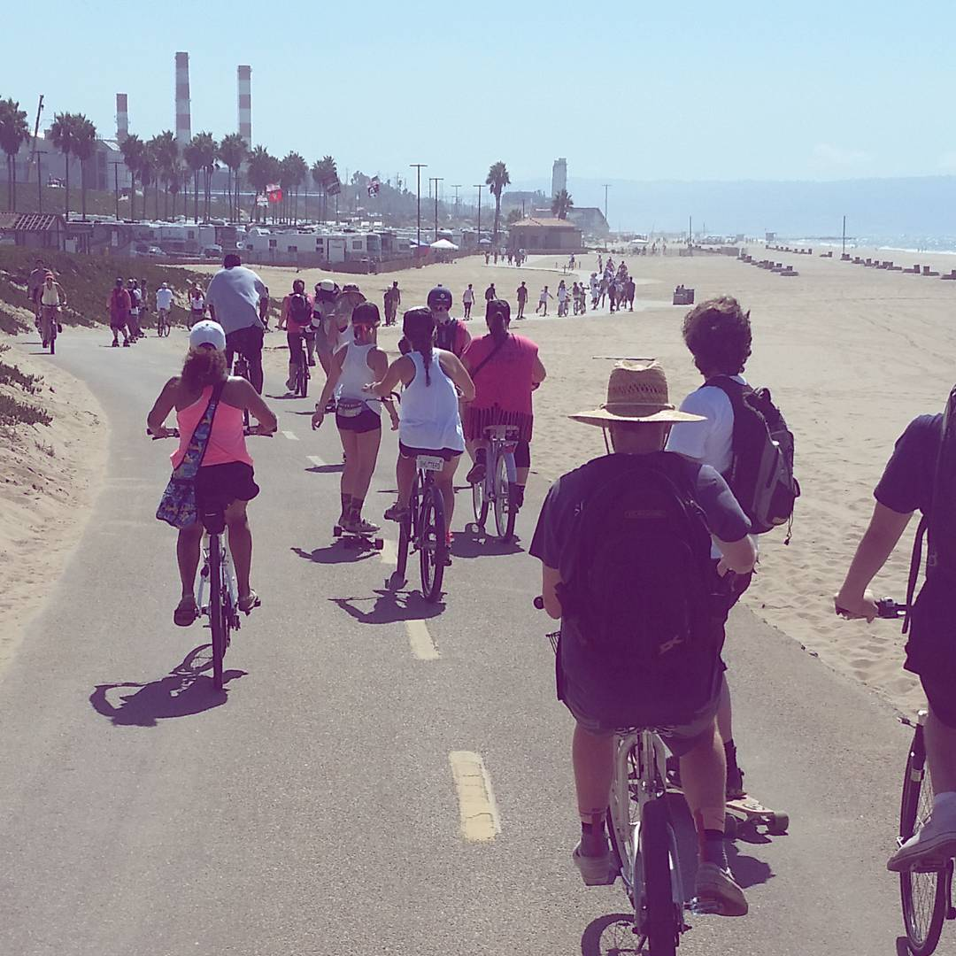 The boarders of @B4BC snaking their way through the bike paths of Manhattan Beach, on their way to eat Wahoo Fish Tacos after an 18 mile push.  #boardingforbreastcancer #LoadedBoards #orangatang