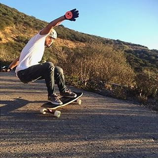 Layin' down #thane lines in the afternoon sun, Gustavo Mello (@mello_gustavo) sheds light on any session he's a part of. If you haven't seen his recent video part check it out now! Link is in our bio. #divinewheelco #divinewheels