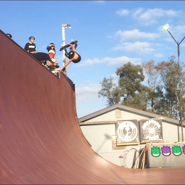 @lizziearmanto rumbling ramona with a frontside invert on the extension. #rumbleinramona #ladiesofshred