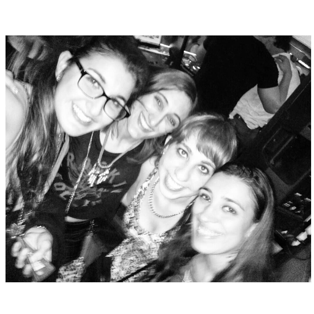 Sonriente feliz cumpleañoss Mili! #friends #saturday #night #huv #habiaunavez #amarlas
