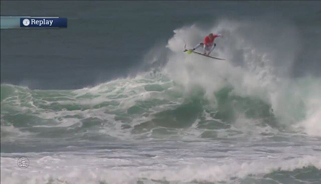 Congrats @koloheandino22! Taking the @wsl 10,000 Cascias Pro title in Portugal with punts like this.