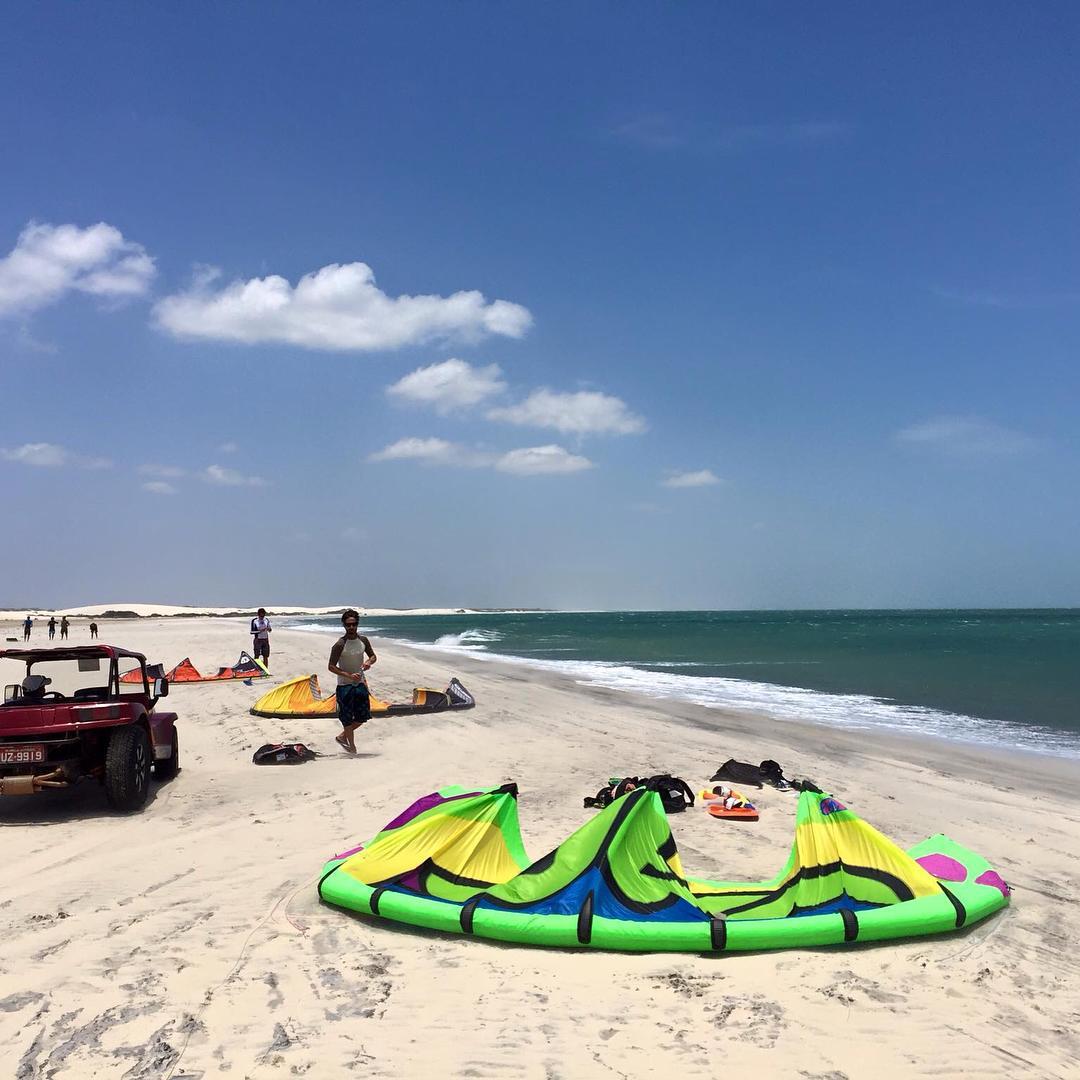 All eyes on Jericoacoara today : kitesurf,beaches,sunshine and a thousand reasons to be jealous ☀️