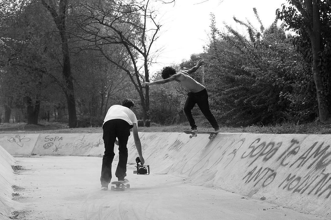 Bs tailslide de @dariomattarollo en este ditch cordobés, en el marco del #FerneTour #TeamVans • #VansSkate