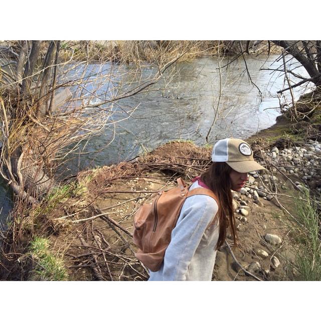 Por el sur, la Chula y su Navajas suela #bariloche #backpack #mochilaalhombro