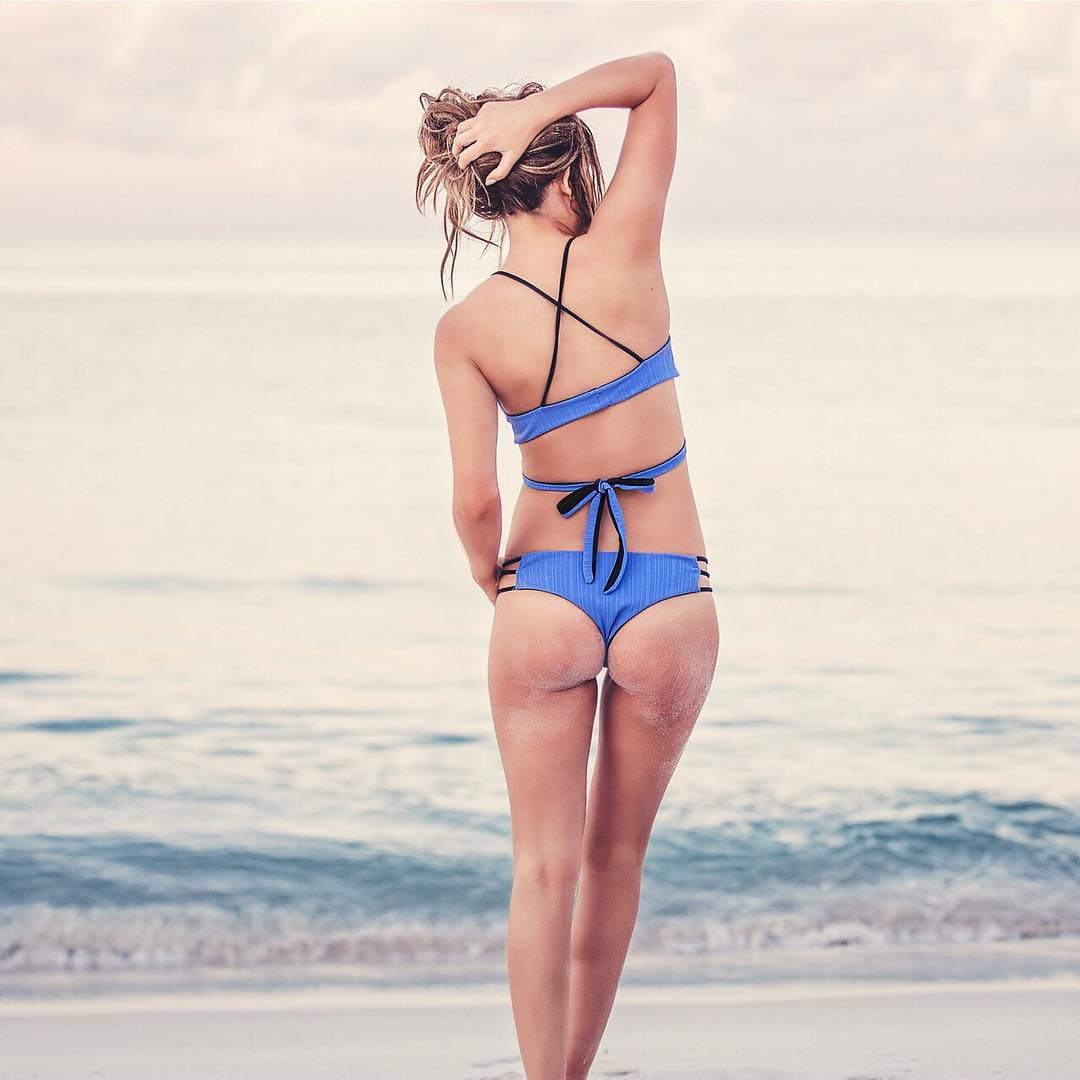 SALE alert! 30% off all periwinkle pieces (like the #sensicaroline and #sensikyla shown here on beauty @kirstylowe22) #bikinilife #jointheadventure