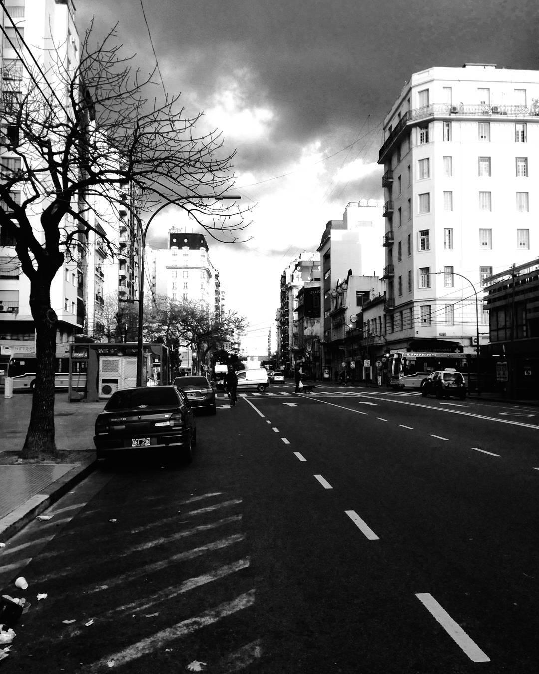 Martes gris y lluvioso en Capital Federal! Contanos cómo está el clima en tu ciudad: Trenque? Mar del Plata? Córdoba? La Plata?  #ActitudQA #lluvia #primavera?
