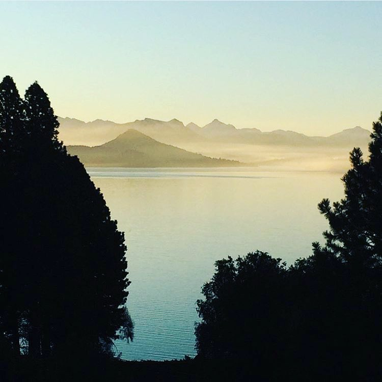 We have to share this one from @eric_hjorleifson 's visit to Bariloche! Not too shabby! #travel #shapingskiing