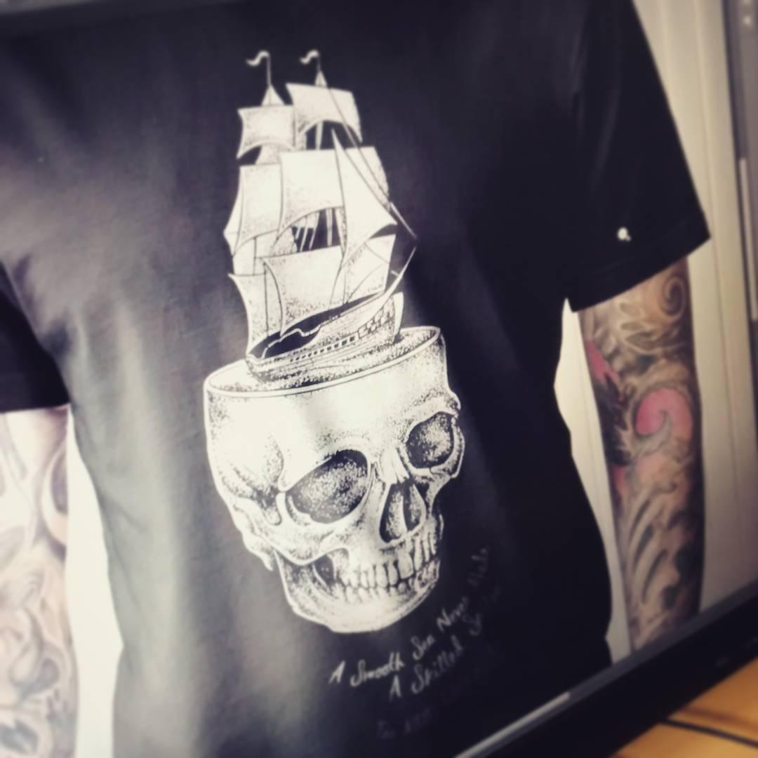 #silkscreen #tshirt #miumtoys  #illustration  #skull