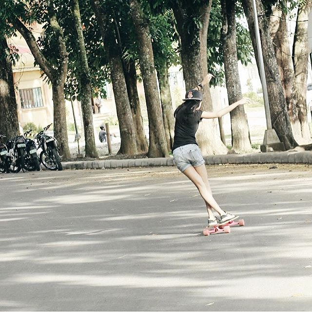 We found this photo of @jewelblanco through the #longboardgirlscrew hashtag! Do it on your photos to get featured