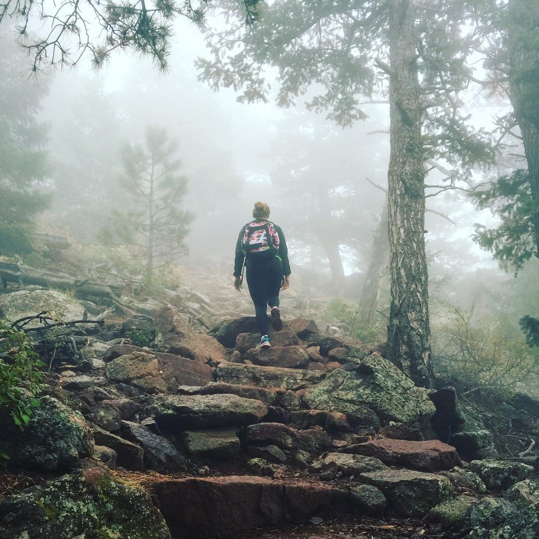 "Taking in the fog || ""What's Your #mountainlife?"" #mountainlifeco #mountainlifecompany #mtb #chronicadventure #girlsgetoutside #greettheoutdoors #leesway #lovewhereyoulive #mountaingirls #gowhereyoudontbelong  #adventure #backcountry #biking #cycling..."