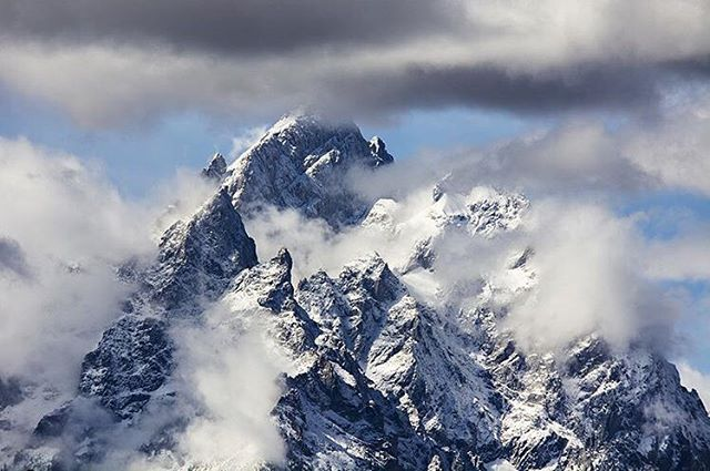 Adventurer @mrdvdwlls captured this amazing image of the Grand peaking out from the clouds with a new dusting of snow. Who's psyched for winter!? #avalon7 #wearealladventurers www.avalon7.co