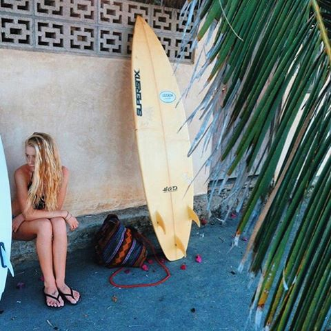 waiting on waves ... @avabivins #luvsurf #luvsurfgirl #wherethewavesat #surf #play