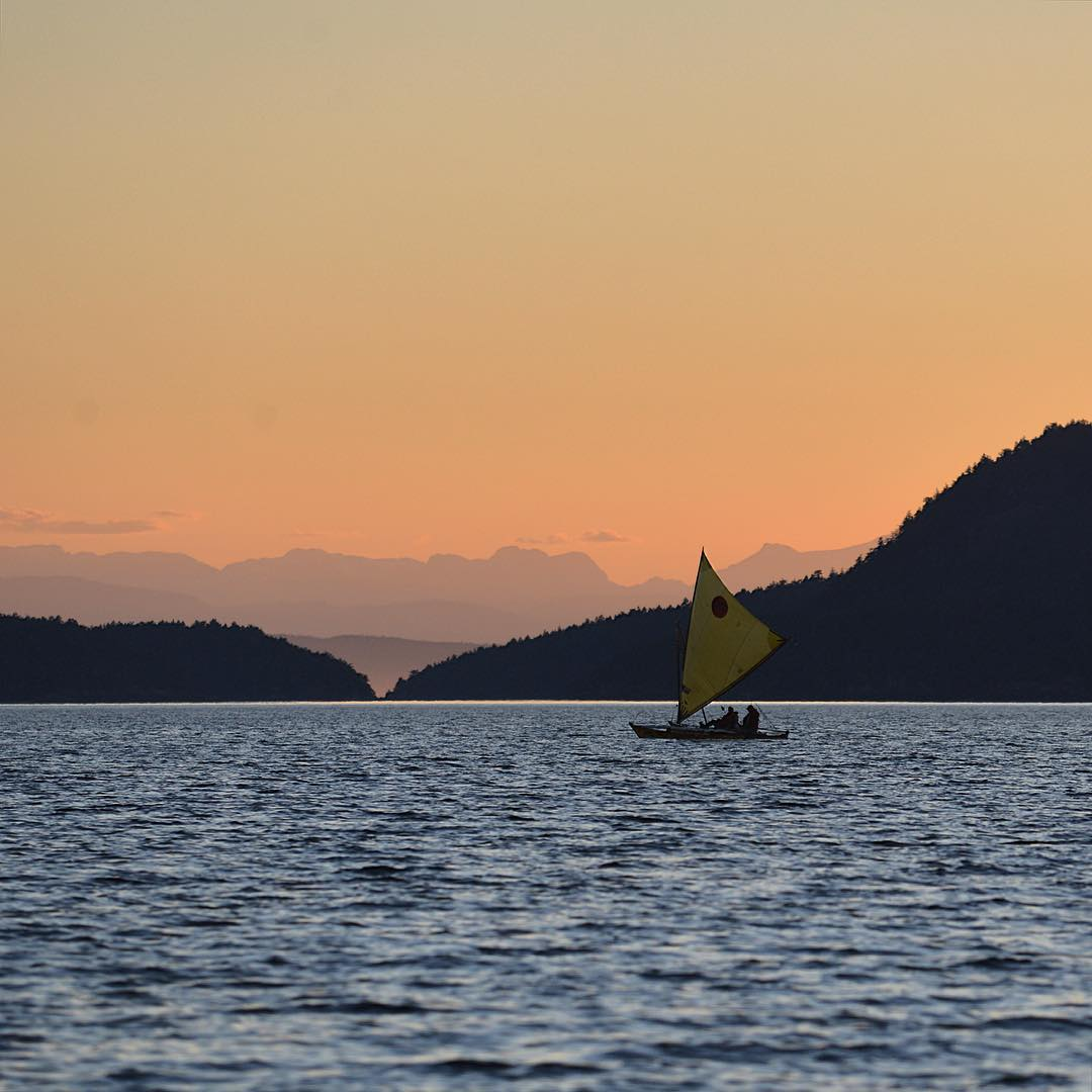 Sailing past Hornby Island at dawn in the Race To Alaska with #ASCMicroplastics adventurers Thomas Neilsen and Scott Veirs.