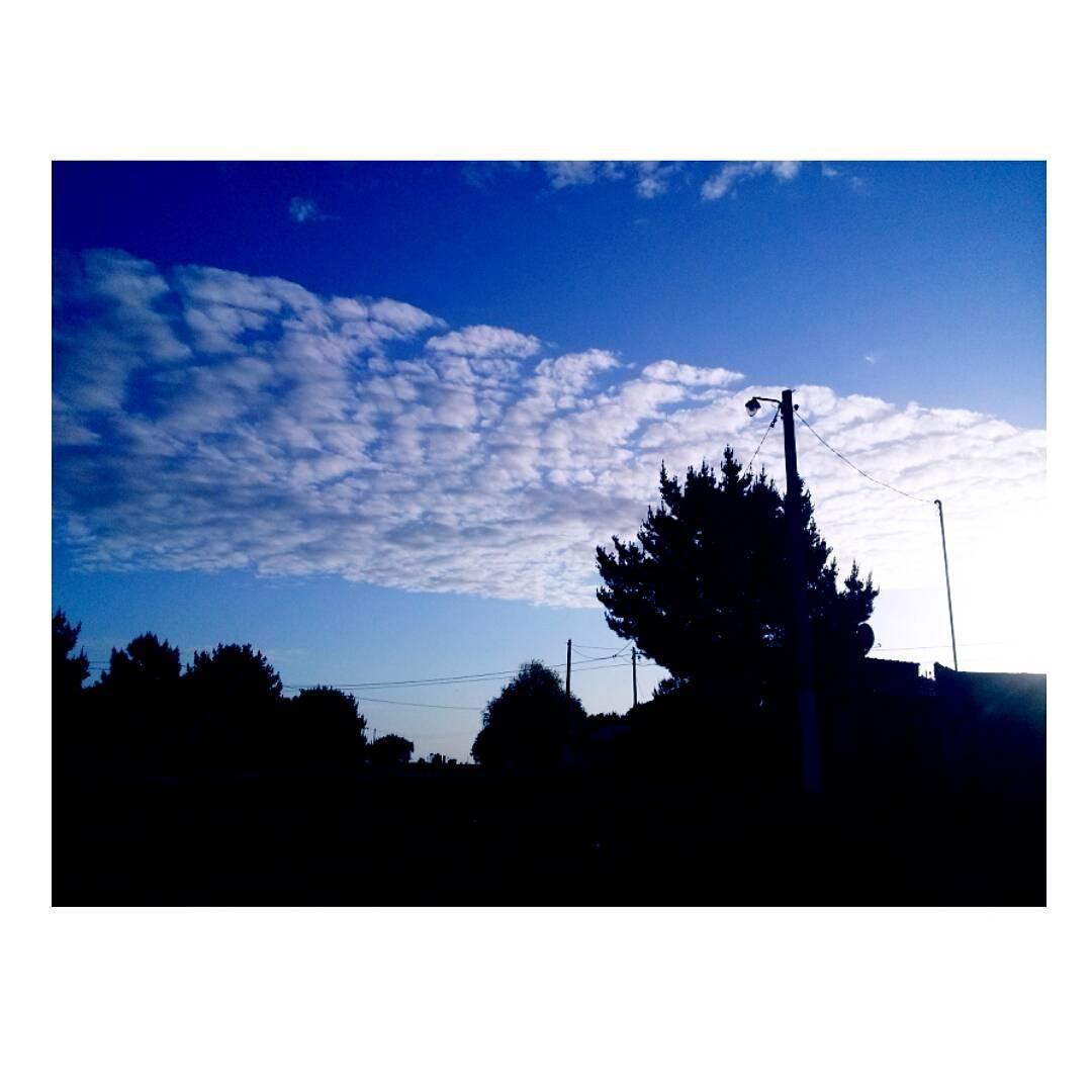 Que alguien me explique la perfecta disposición de las nubes. #cielo #sky #clouds #nubes #atardecer #tramonto #sunset #NuevaAtlantis #argentina
