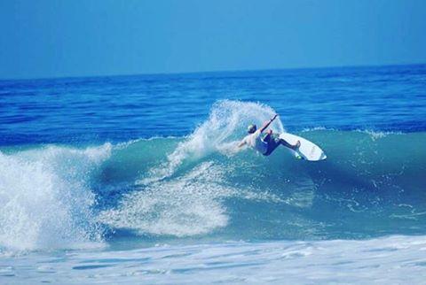 @nachogundesen entrenando para el mundial junior de la @isasurfing en San Diego, CA.