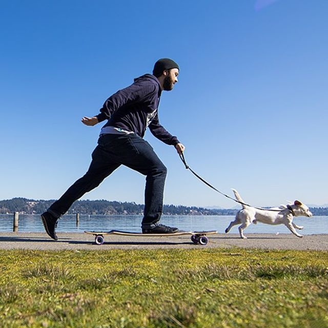 Matt (@equalmotion), our media guy, walking Charlie the shop pup on the Dyad V2. Whatever you do this weekend make sure there is skateboarding somewhere along the way. #longboard #seattle #pnw #longboarding #longboarder #dblongboards #goskate...