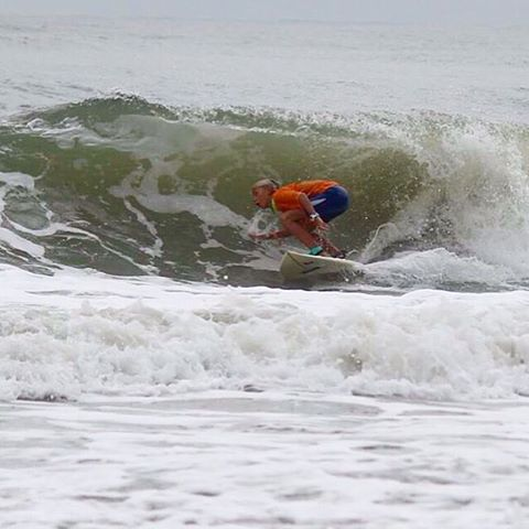 GREEN SCREEN #luvsurf Team Rider @tybeeanna showing us how it's done. #pitted #yew #wearthecalidream