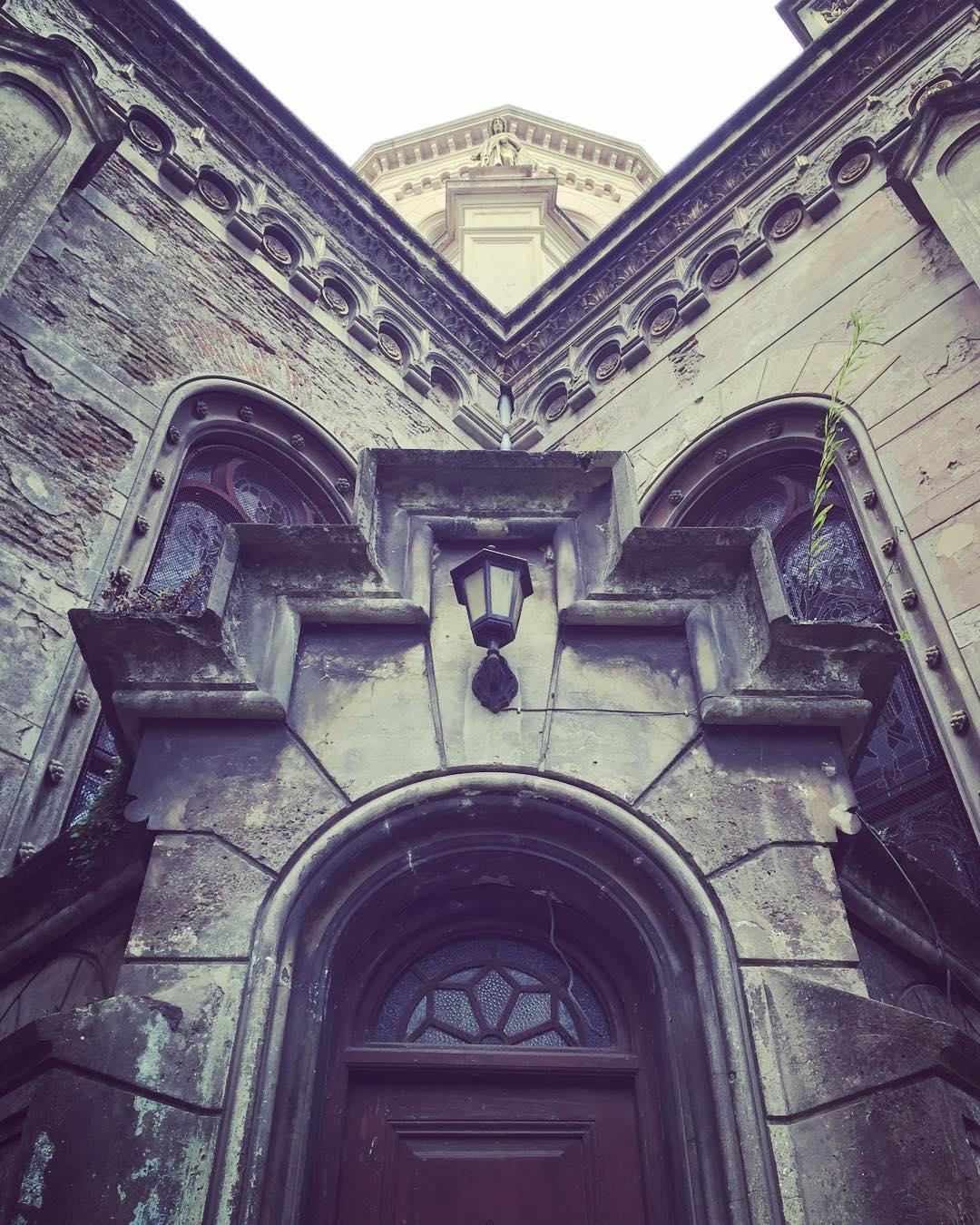 Hermosa Y simétrica escalera! #trippingmood #buenosaires #barracas