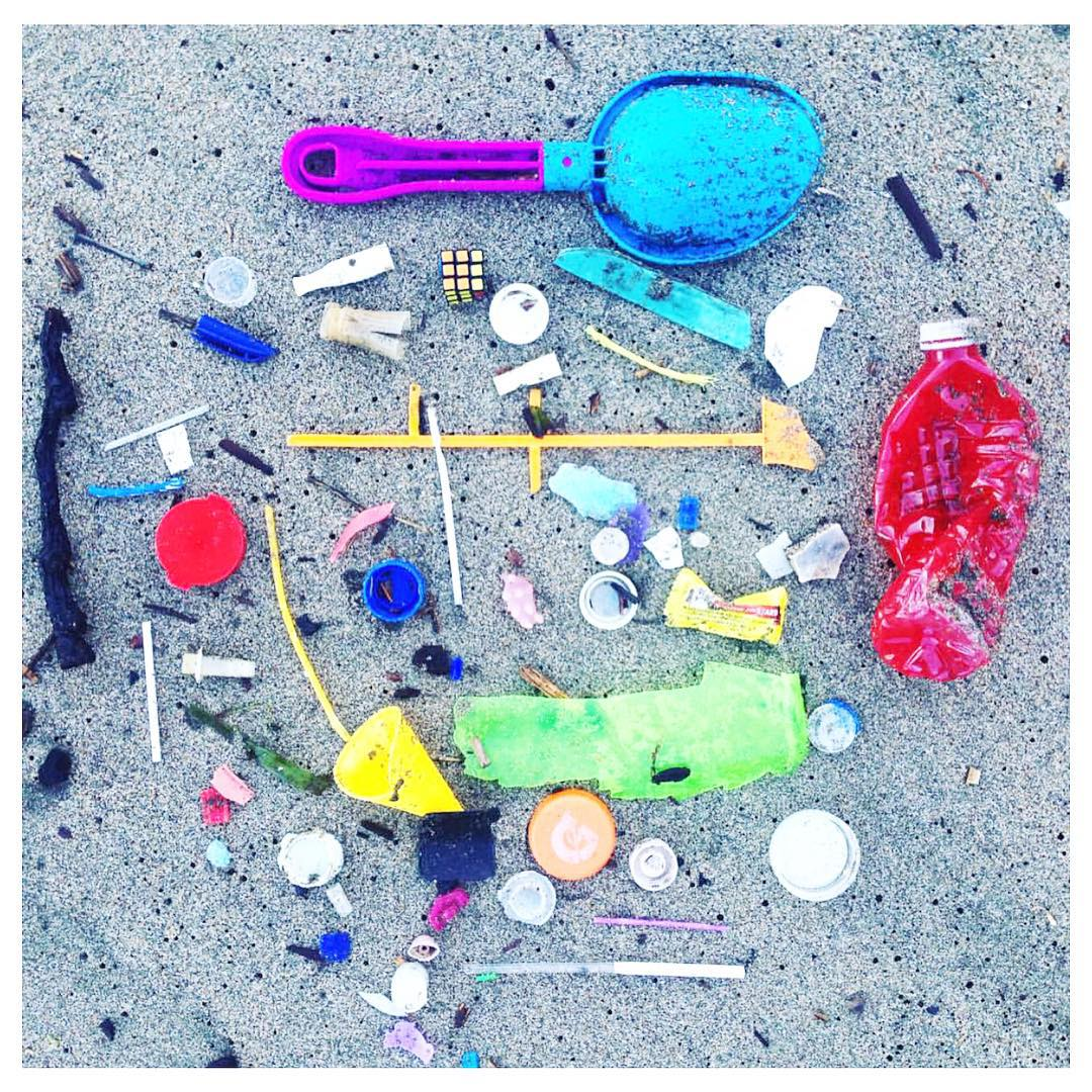 We spy only a couple reusable plastics in this typical morning collection by our Rise Above Plastics Lead @bakerbeachsf. #hugabeach #riseaboveplastics #raptober #saynotosingleuseplastic #plasticstrawssuck #sfsurfrider
