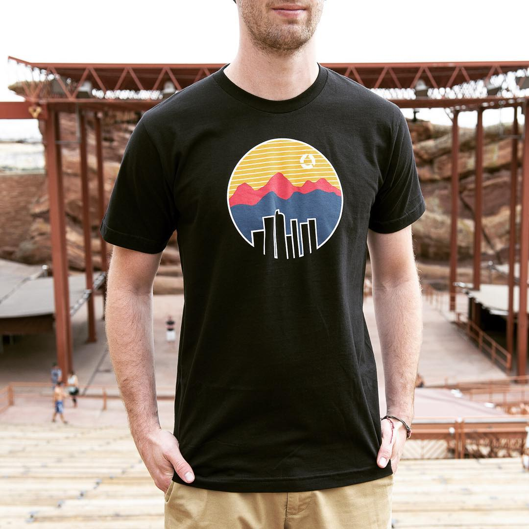 Win this Colorado tee!  Just LIKE and TAG 2 FRIENDS to enter.  #everydayanoutsideday #redrocks #giveaway #colorado #denver #coloradoproud #freetee