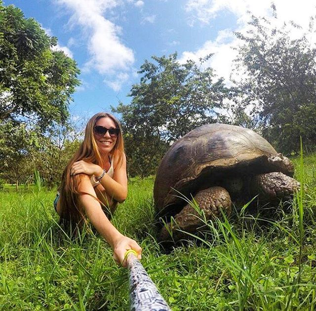 @rosarioiturria con su #ZephyrPole desde las #IslasGalapagos !!