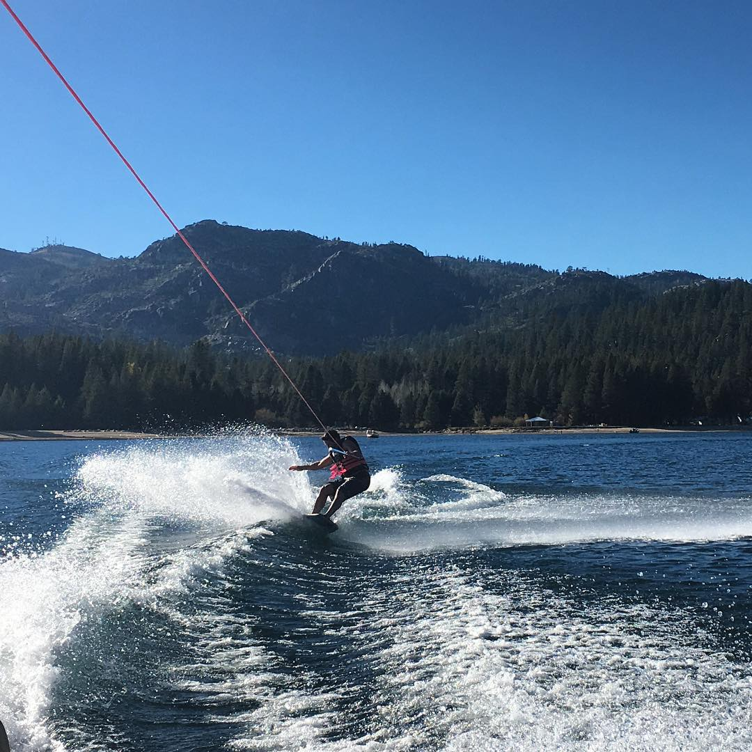 Getting our last sessions on #donnerlake of the season #wakeskate @dougfagel #coldwater #slashing #thrivesnowboards