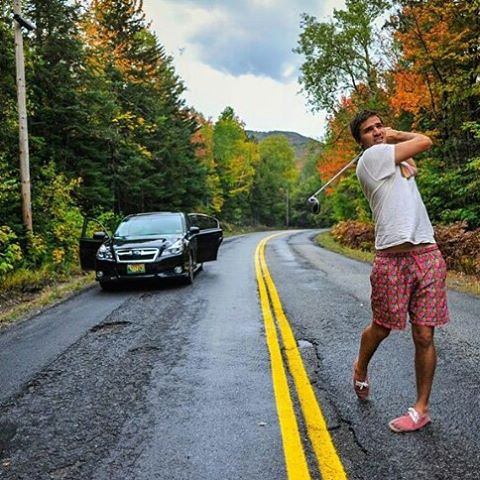 "Gran placa de @motam89 con su panza clássic ""flores de andres"". Tendría más adrenalina con un iveco doble acoplado viniendo a fondo.no?  Photo: @j_mallmann  #metiendopanza WWW.PANZAPEOPLE.COM  #roadtrip #verano #summer #swimtrunks #beach #trip..."