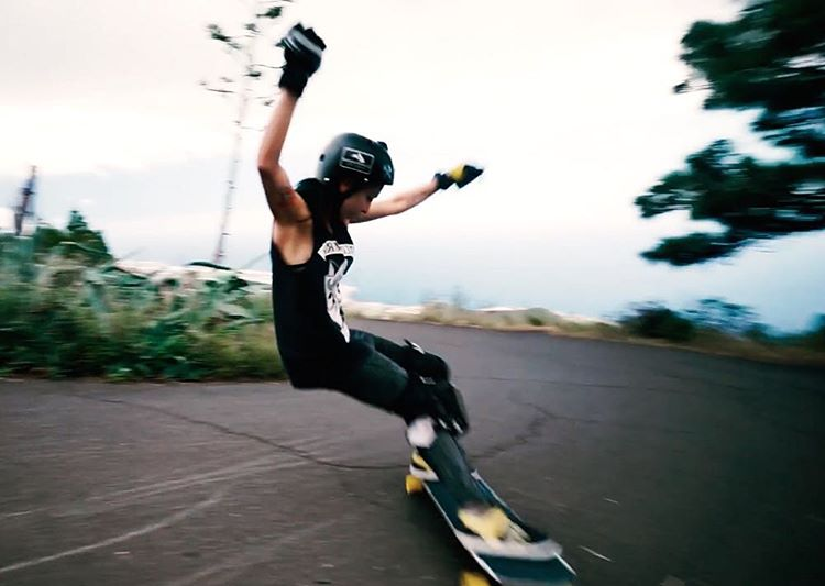 RADNESSSS! Go to longboardgirlscrew.com to check @guanchiviris latest edit shot by the talented @baddecisionsalex in Canary Island's epic roads. Whoaa!  #longboardgirlscrew #womensupportingwomen #skatelikeagirl #laurarodriguez #guancha #canaryislands...