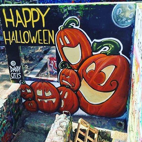 @daddyotis • • #happyhalloween • • #atx #austintx #texas #tx #spratx