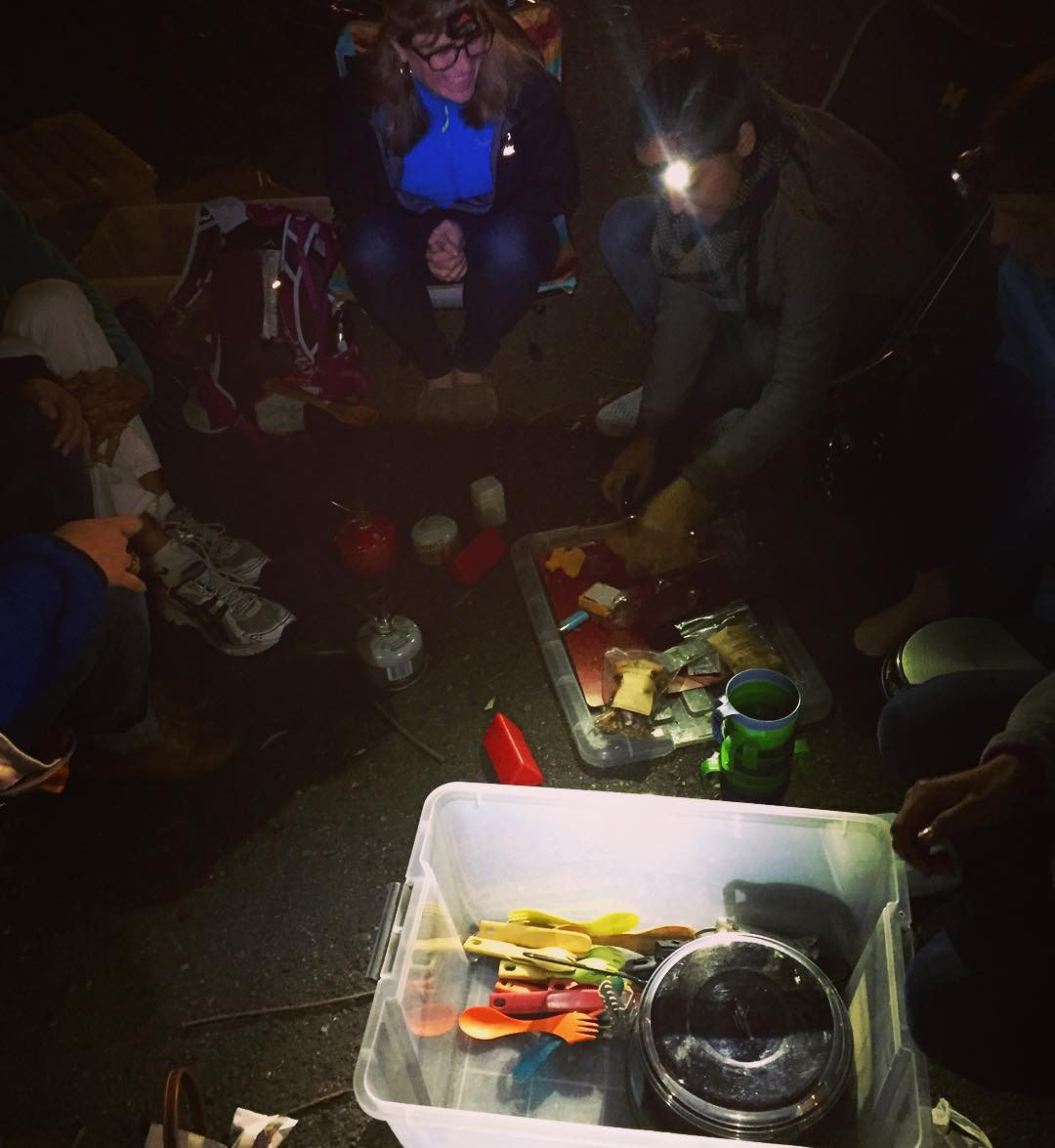 Met up with some stoked ladies last night and learned some new camp stove techniques courtesy of @trailmavens (who do a great job of bringing together & empowering women to explore, connect, and hone their adventure skills). Then we used our new skills...