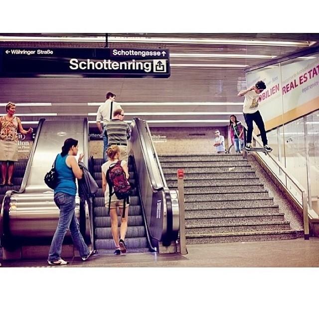 Foton de @therealdustindollin x @theskateboardmag ! #skate #skateboarding #skatevans #livingoffthewall