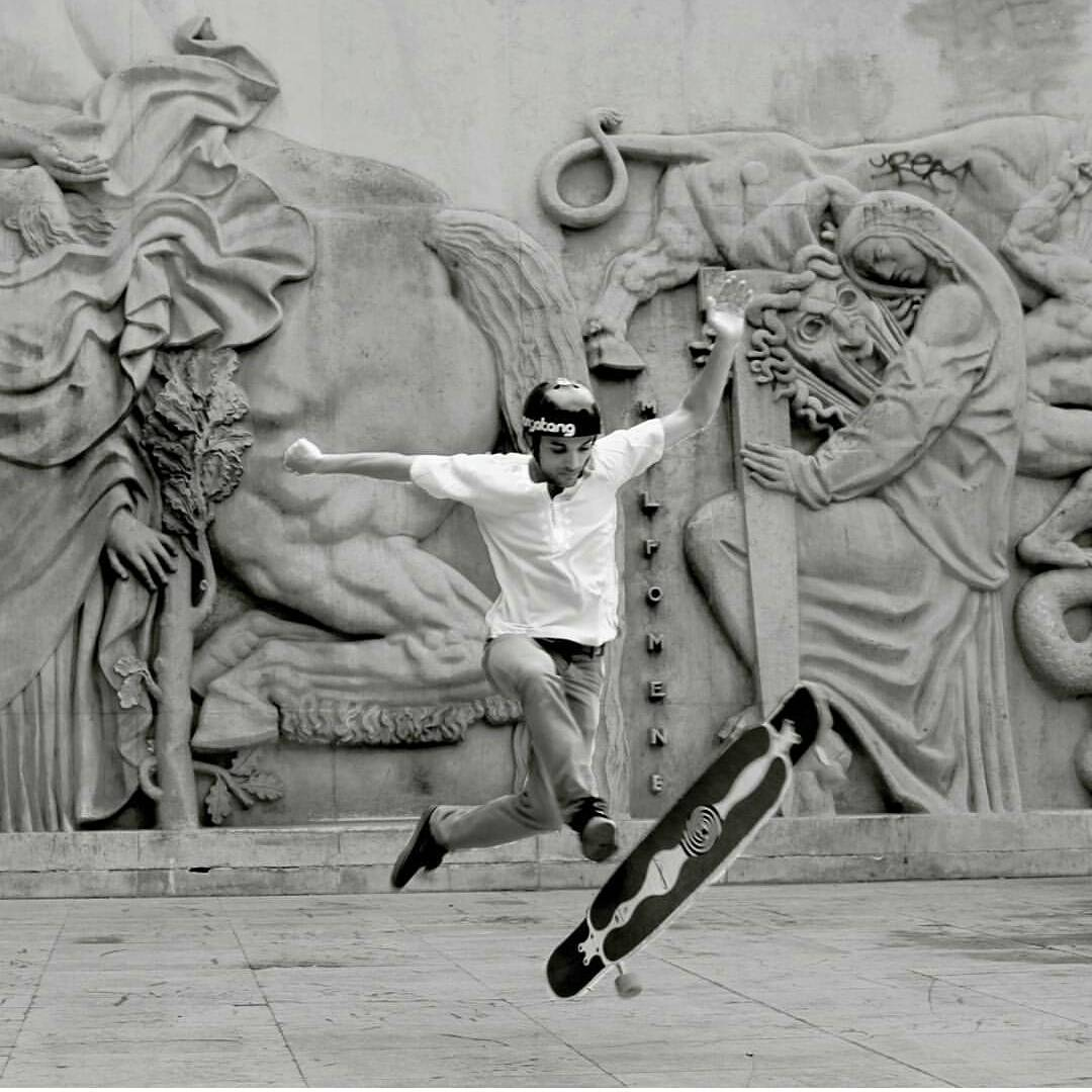 #LoadedAmbassador @lotfiwoodwalker Artiskating his #Bhangra, blowing the mind of the sculpture in the background with his smooth moves.  Photo: Binobong  #LoadedBoards #Artiskate #Docksessions #Regram