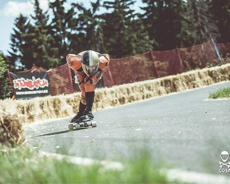 Even injured,  @niko_dh send us kickass photos from this summer.  Tucking the exit lefty at #kozakovchallenge.  Photo by @cgsa_downhill  #restlessboards #restlessnkd