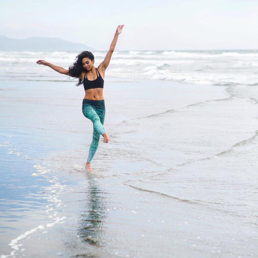 DANCE LIKE NO ONE'S WATCHING #fun #beach #dance #pilates #yoga #play #girlgetoutside #sea #inspired #OKIINO #printleggings #walkingart #emeraldscales by @soleilazules