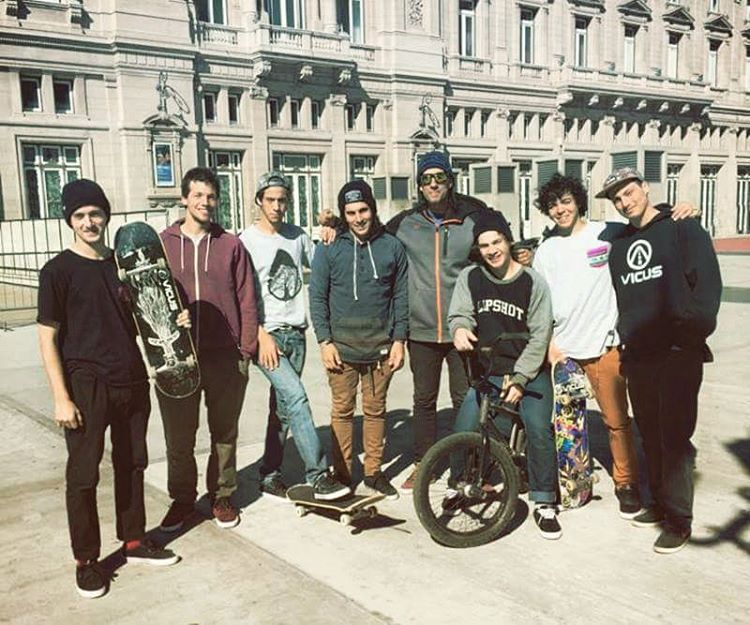 We are #people #skaters #riders #bikers #students #friends #youngs #dreamers  WE ARE VICUS ✌