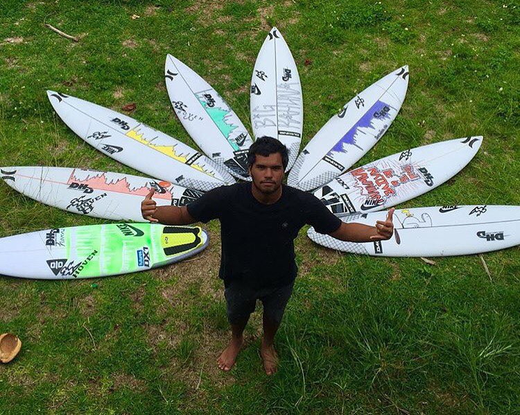 Team rider @uluboi from Hawaii is ready for the weekend and for the El NIÑO swell. Give him a follow to see his amazing journey this winter.  #hovenvision #hovenhawaii #teamhoven #elniño #theweekend #whatsyourvision