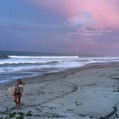 sunset sessions // @kailani_diaz #luvsurf #luvsurfgirl #surf #sunset #sessions #seekthesea