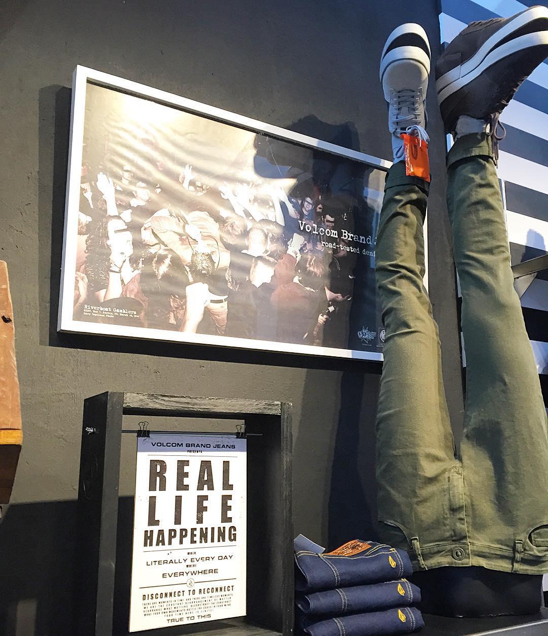 Volcom Brand Jeans, lo nuevo ya en #volcomstores. Tenes el tuyo? #reallifehappening #VBJ #truetothis