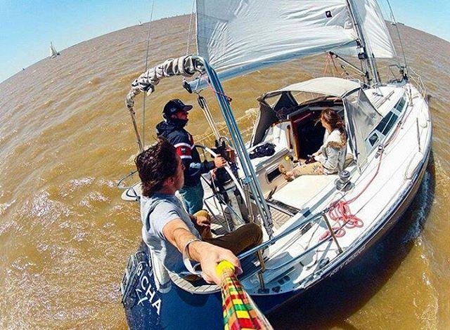 @santialvarezferro con su #zephyrpole en el #RiodelaPlata! ⛵ - Tienda Online!