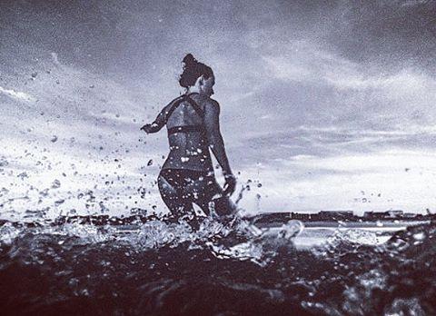 #AkelaSurf Ambassador Amanda Giberson @_longboardlove  photo Dan Florez @dan.florez #florida #surf  #surfswimwear