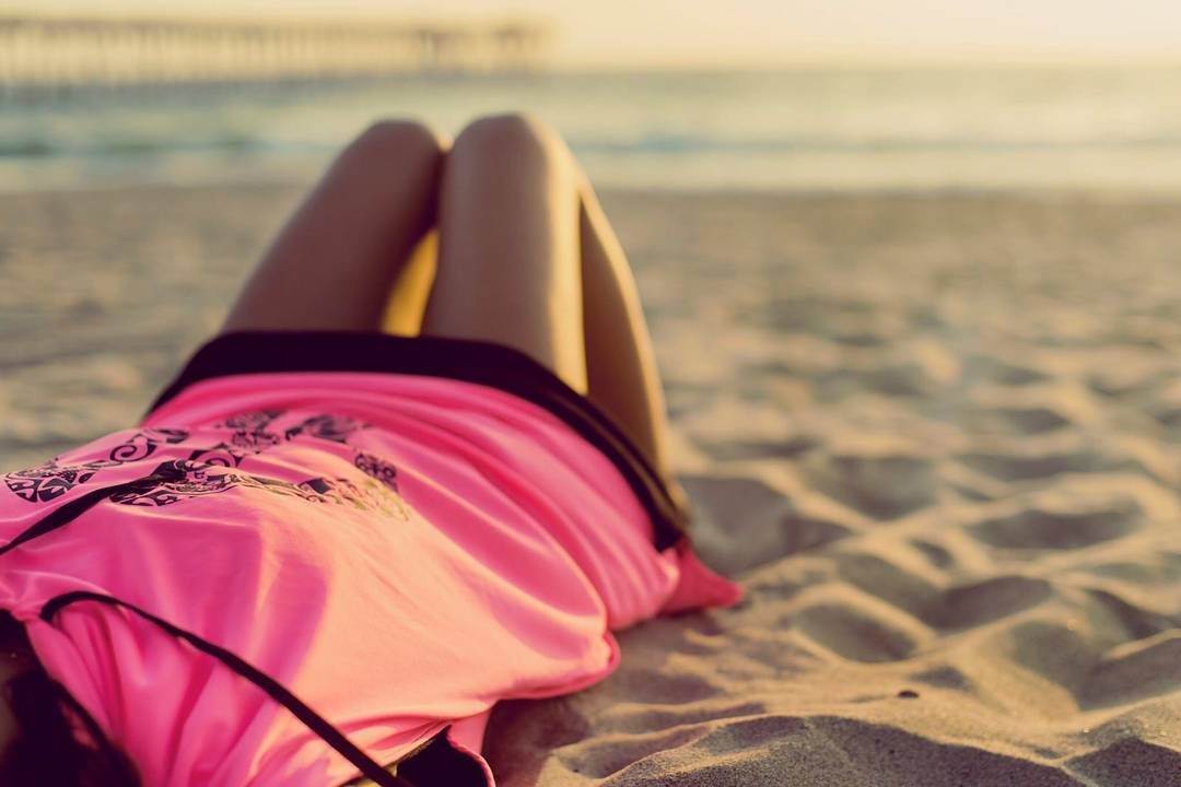 """""""it's Monday don't forget to be awesome"""" • °•○●Make it simple●○•° • • #pink #girl #beach #la #california #palapapa #relax #surf #clothes #sport #lifestyle #monday #fun  #friends #love"""